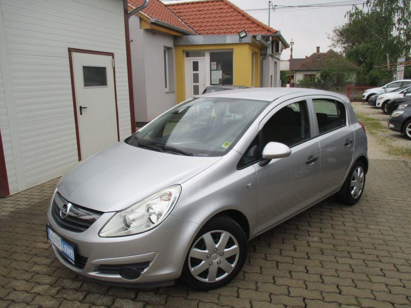 Opel Corsa D 1.0  80e km Szervizkön