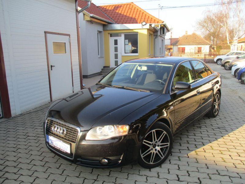 Audi A4 1.6 Sedan Szervizkönyv